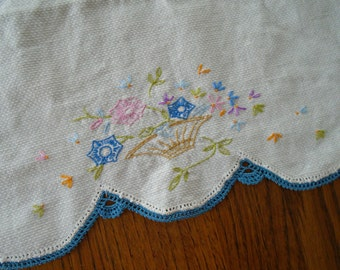 Embroidered Dish Towel / Vintage Hand Embroidered Flowers Hand Towel / Tea Towel / Blue Lace Edge / Cotton / Pink Flowers / Flower Basket