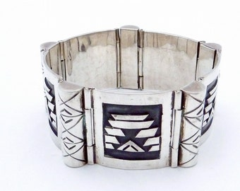 Vintage Taxco Mexico Mexican Sterling Silver AE Heart Aztec Bracelet 21617