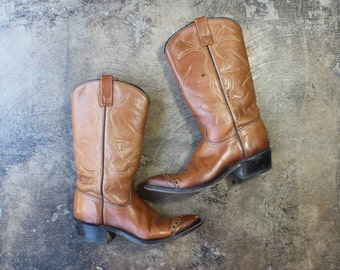 8 A / Women's Cowboy BOOTS / Vintage Rich Brown Leather Western Boots / Pointy Toe