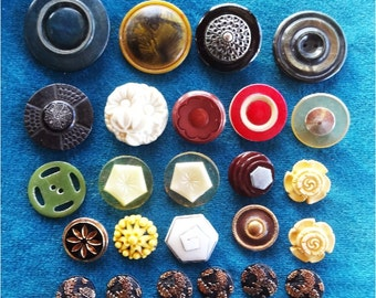 25 Vintage Buttons