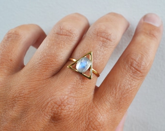 Rainbow Moonstone Triangle Ring, 14K Gold Ring, Gold Moonstone Ring, Mixed Metal Ring, Gold Stone Ring, Gemstone Fine Jewelry