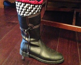 Crocheted Houndstooth Boot Cuffs with Red Trim