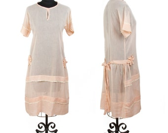 1920s Dress // Peach Cotton Flapper Day Dress with Charming Flower and Lace Details