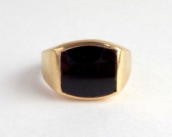 Art Deco Mens Ring. 9ct Gold Onyx. Size 10.5