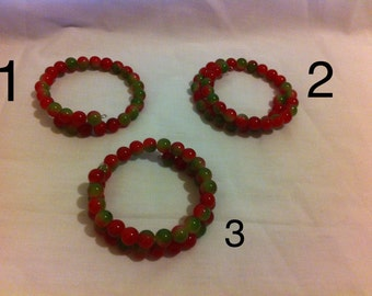 Red and green glass bead beaded bracelet