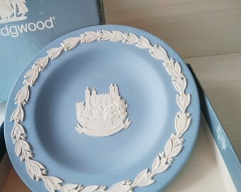 small Wedgwood blue plate with Tower of London, jasperware wedgwood england, blue white wedgwood