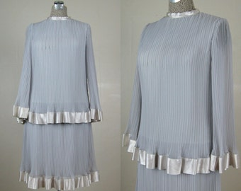 Vintage 1960s Dress 60s Silver Gray Knife Pleated Chiffon Dress with Satin Ribbon Trim Size 6/M