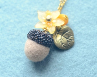 Needle felted acorn necklace, woodland theme acorn and flower necklace, beige color, whimsical jewelry, gift under 15