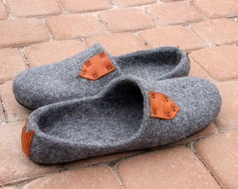 Men wool slippers with leather details - felt wool clogs -  felt slippers - house shoes - made to order - Father day gift - gift for him