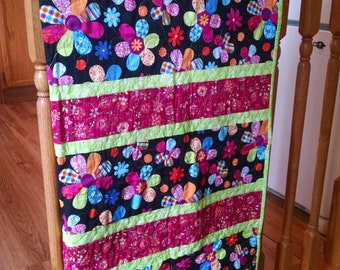 Baby Quilt, Baby Girl Blanket, Toddler bed, Baby Shower Gift, Modern patchwork, Daisy fabric, Dots,  hot pink, mint green, blue, black