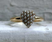 Beautiful Vintage 14K Yellow Gold Pearl Heart Band Ring.