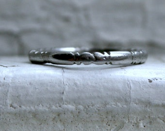 Lovely Vintage Floral Bloom Eternity Platinum Wedding Band.