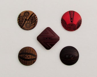 Lot of 5 vintage Art Deco wooden buttons, 4 round Art Deco wooden buttons, 1 square Art Deco wooden button, 1930's wooden buttons