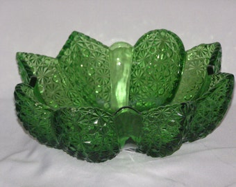 Vintage Green Glass Daisy and Button Pattern Center Piece Bowl