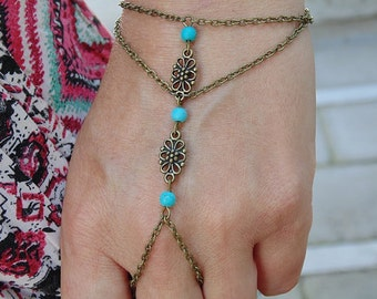 Slave Bracelet Hand Chain Piece Flover Charm and Turquoise Beads Bohemian Boho Chic Hippie Vintage Hipster Hand Body Jewelry Jewellery