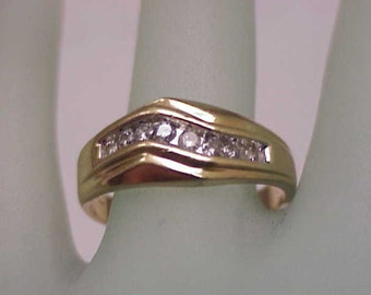Estate Vintage  14K Gold Yellow 11 Diamonds  Wedding Ring Band