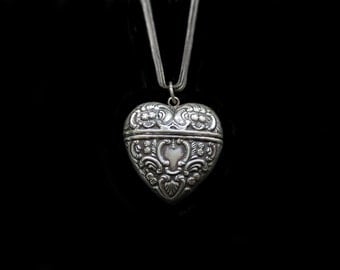 Beautiful Vintage Sterling  Silver English Heart Locket Pendant Box