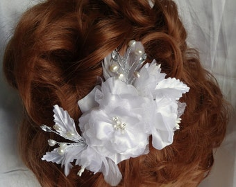 Bridal Headpiece, White Fascinator, Floral Hair Clip, Bridal Accessory