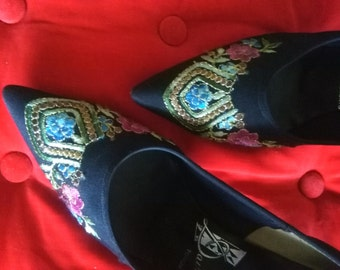 Vintage black embroidered fabric sixties pumps sml