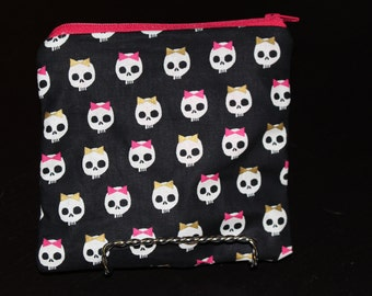 Small Cute Skull Pouch with Pink Lining - Zipper Pouch, Makeup Bag, Halloween, Skulls, Bows, Cute, Gold, Pink, Catch All