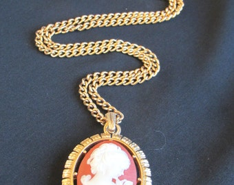 Avon reversible cameo and stylized fleur de lis pendant with chain