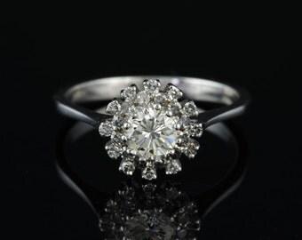 Sensational G-VVS brilliant cut diamond vintage daisy ring