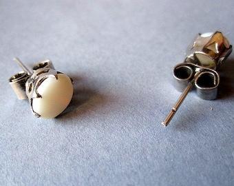 Elegant Mother pearl Earrings