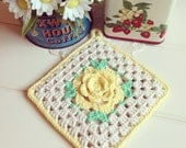 pretty vintage yellow rose crocheted pot holder