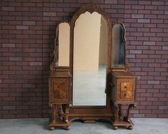 Vanity / Antique Vanity / Vintage Vanity / Vanity with Standing Mirror