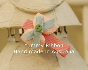Pink hair bow / baby hair bow / girls hair bow / ribbon hair bow / infant hair bow / toddler hair bow / cute hair bow / kids hair bow