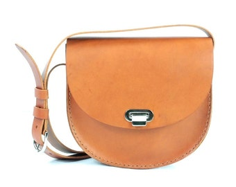 "Tan 8""x7""x2"" Crossbody Hand Stitched Italian Vegetable Tanned Leather drop 23"", made in NY"