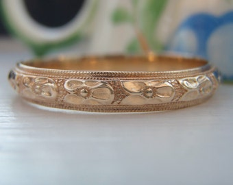 Vintage Art Deco Orange Blossom, Raised Pattern Wedding Band Ring. 14K Solid Gold. Excellent Condition. Rare Large Size. Great Stacking Ring
