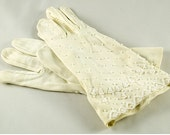 Vintage Ladies Gloves, Off-White, Delicately Beaded, Size 6.5, British Corwn Colony of Hong King