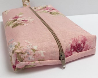 box baby wipes/nappy bag holder made with cotton fabric and fully lined with water proof fabric
