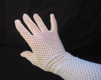 White nylon lace gloves, long summer gloves, formal party gloves, evening opera gloves, brides gloves, mid century, 50s 60s, size 7