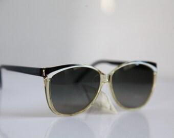 Vintage Polaroid Crystal, Black & White  Frame, Gray Polarizing Lenses. POLAROID CLASSIC  8921A.