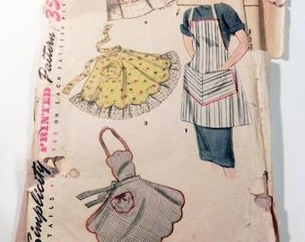SALE 1950s Apron Half Kitchen Novelty rockabilly sewing pattern Simplicity 4443
