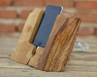 h lzerne iphone 6 stand docking station elm holz von woodrestart. Black Bedroom Furniture Sets. Home Design Ideas