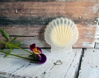 """Solid Perfume Compact """"Ambra"""" Amber Natural solid perfume Fragrance, Smoke and Woods in Shell Compact"""