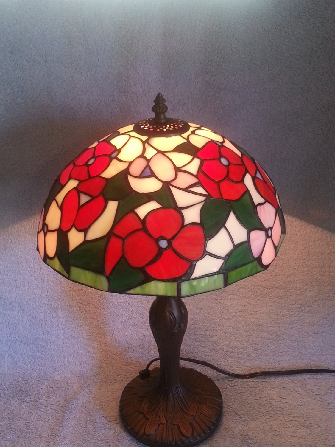 stained glass lamp floral pattern. Black Bedroom Furniture Sets. Home Design Ideas