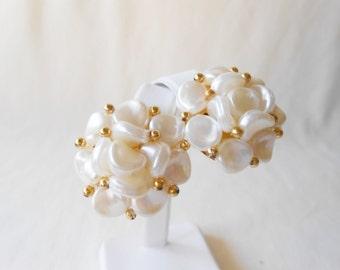 Pearl Gold Earrings, Vintage Earrings, Costume Jewelry, Pearl Earrings, Vintage Pearls, Clip-On Earrings, Pearl Clusters, 1980's