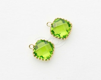 1045291 / Olivine / 16k Gold Plated Brass Framed Glass Pendant  9mm x 11mm / 0.6g / 2pcs