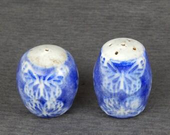 ceramic salt and pepper shakers, sgraffito pottery, butterfly salt and pepper, stoneware shakers, ceramic tableware