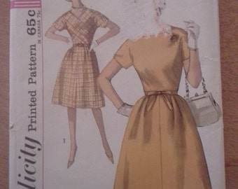 60s dress with Kimono sleeves Simplicity pattern 4841 size 14