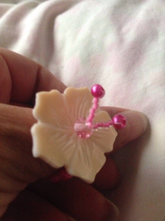 Shell flower ring with glass pearls