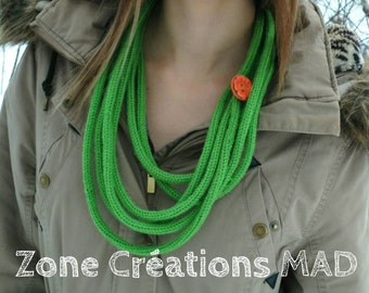 knitted necklace, necklace with flower button