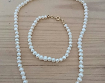 Real Pearl necklace and bracelet set