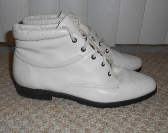ON SALE Vintage 90's Off White Leather Lace Up Boots - Size 7 M