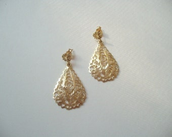 Vintage 10k gold filigree earrings, 10k filigree teardrops, 10k gold studs, solid gold filigree, 10k solid gold drops, gold teardrop studs