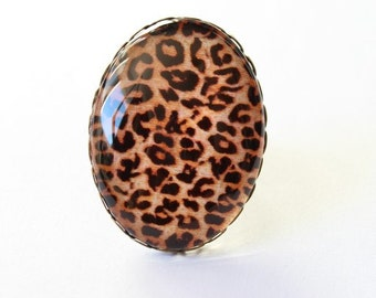 Large cameo glass leopard ring